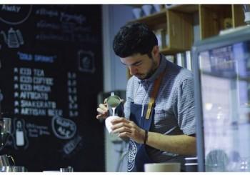 """""""Two Minutes"""", two friends și mai multe povești. Ionuț Bindilă sau cum îți schimbă viața pasiunea pentru cafea"""