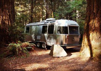 """Visul american de vară: """"Dacă îmi iau vreodată rulotă, o să fie musai o caravană argintie de la Airstream!"""""""