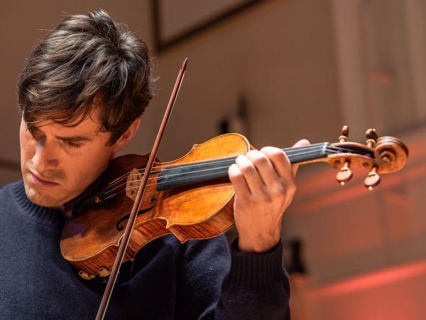 """""""Farmacia"""" unui concert unic în România. Recitalul violonistului Charlie Siem la București – un eveniment caritabil de suflet!"""