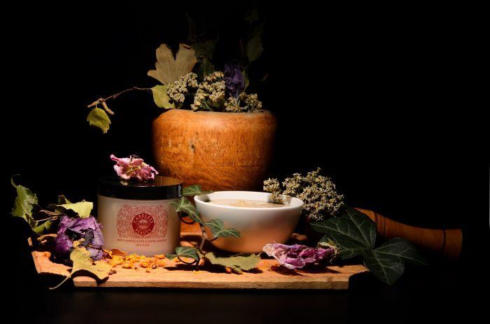 Dăruiți experiența Careless Beauty – un masaj, un elixir cald și blând, numai cu plante românești