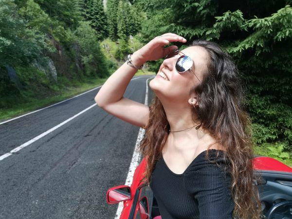"Goinfashion33: Simona Prisacariu zâmbește și simte ""Nostalgia"""